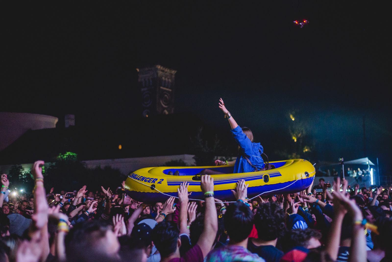 barca de la electric castle